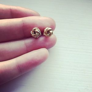 Small vintage gold intertwined stud earrings
