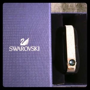 Beautiful, brand new Swarovski crystal bangle