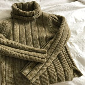 A&F/ vintage wool turtleneck