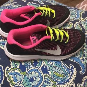 Girls Size 5.5Y Nike's with Hickies