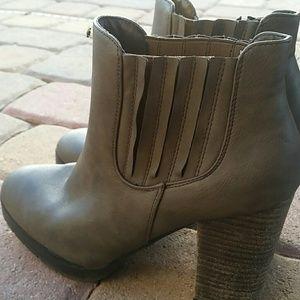 Madden Girl Distressed Heel Boots Sz 8M