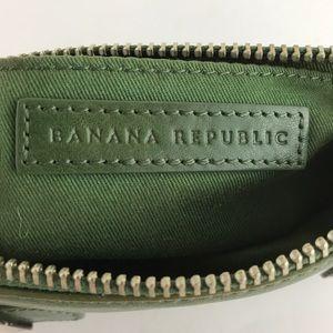 Banana Republic Bags - 🎉SALE🎉  Banana Republic Green Clutch