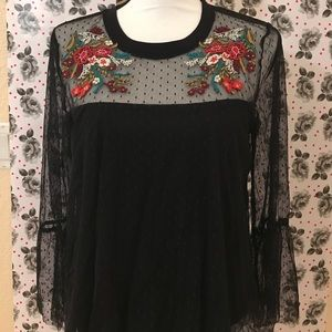 ❤️Black sheer blouse with floral design on front