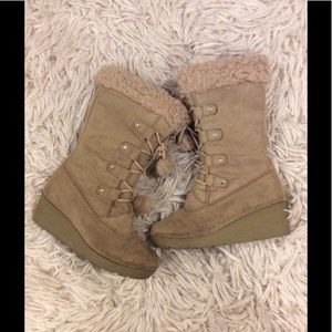 Lace up boots winter camel color girls size 3