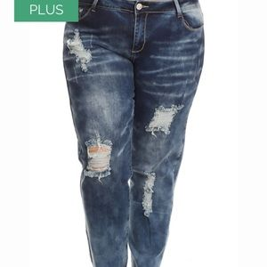 Distressed Jeans PLUS