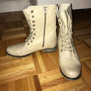 NEW - Steve Madden Cream Combat Boots - Size 8