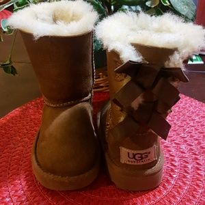 🎀Toddler Chestnut Bow Uggs 🎀