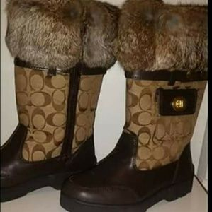 Coach boots with fur