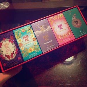 Anna Sui 5 mini perfumes 4ml each 🦋