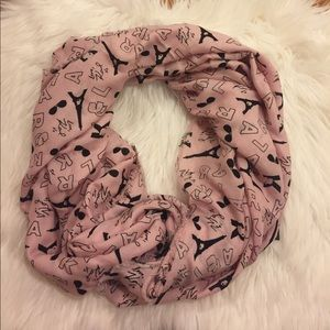 Karl Lagergfd Soft and warm scarf