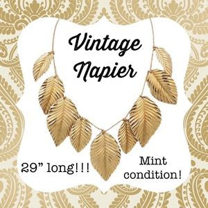 NAPIER Vintage Leaf 🍃 Charm Necklace...MINT!