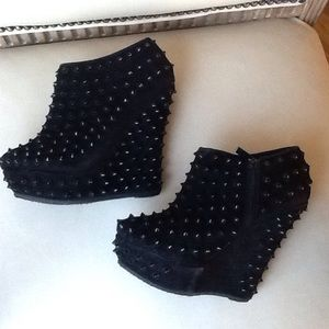 BEADED WEDGE BY BAMBOO