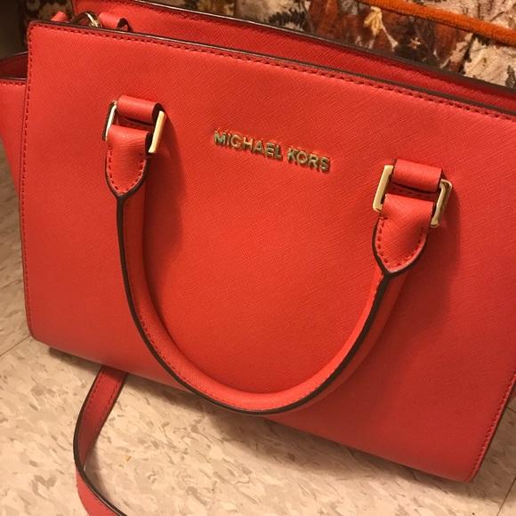 caa0bbb702e2 Michael Kors Bags | Coral Medium Size Purse | Poshmark