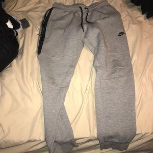 (L) Grey Nike Fleece Joggers w/ Big Zipper
