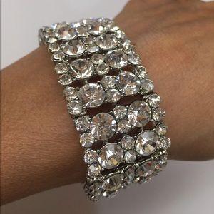Jewelry - Bling silver stretchy bracelet- new