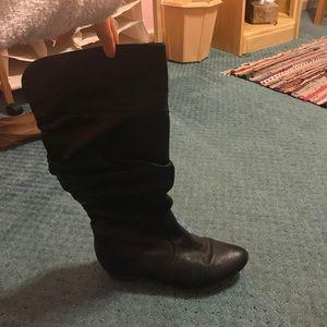 Black Steve Madden slouchy boots