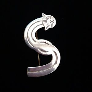 "Vtg Sterling Silver Cat ""S"" Brooch"