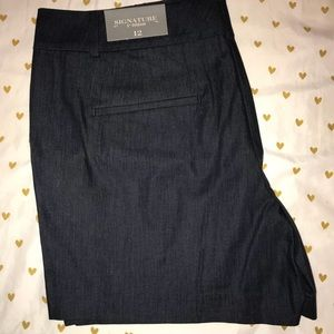 Ann Taylor signature short. NWT Size 12