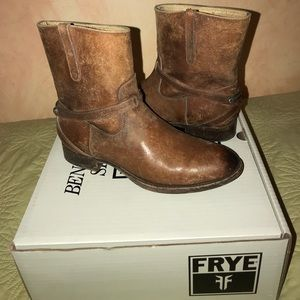 Authentic Frye Lindsay Plate short boot