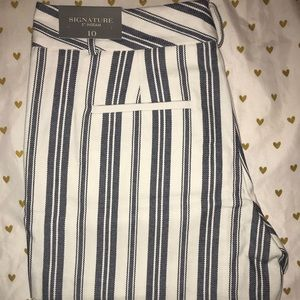 Ann Taylor sailor stripe shorts. Size 10 NWT