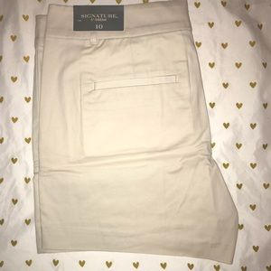 Ann Taylor signature short. Size 10. NWT
