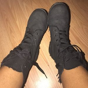 DIRTY LAUNDRY (tattered cloth combat boot)