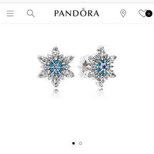 PRESALE! Pandora Snowflake Earrings ❄️