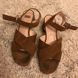 Zara tan suede sandals size 37/7 with side buckle