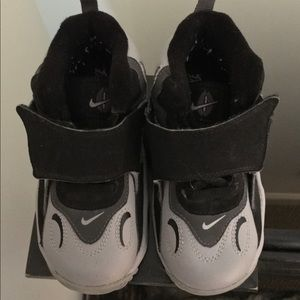 Nike boys toddler sneakers