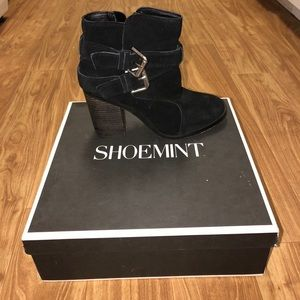 Shoemint EMMA Black Suede Heeled Bootie Size 8