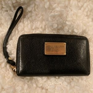 Marc by Marc Jacobs 'Classic ' leather wristlet