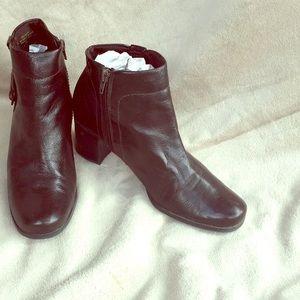 EUC Sz 9 Black Ankle boots