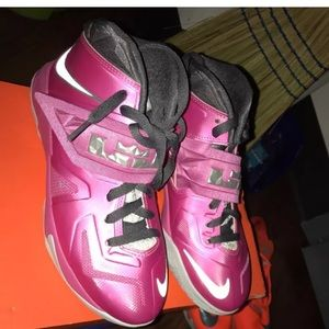 LeBron James soldier 7 breast cancer awareness