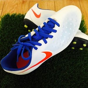 Boy Nike soccer cleats 4.5