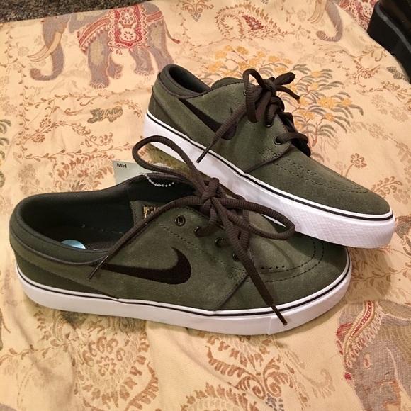 NWT Nike SB olive green sneakers b76ef2bd5