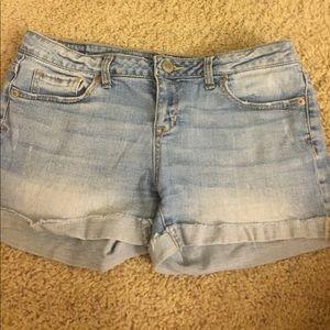 Aeropostale low rise shorts (light wash)