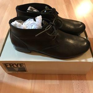 Frye Jillian chukka shoes black size 7.5