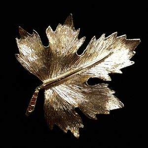 Vntg Gold Tone Maple Leaf Rhinestone Brooch