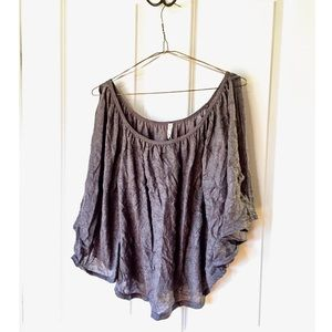 Willow & Clay. Crinkled Style cold-shoulder tunic
