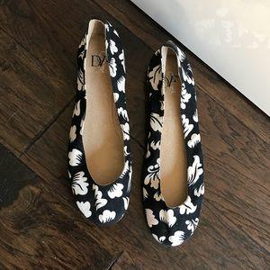 NWOT Black & White Diane Von Furstenberg Flats 10