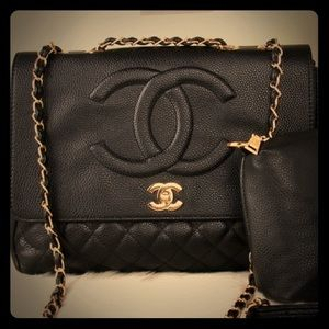 Black quilted bag, gold hardware
