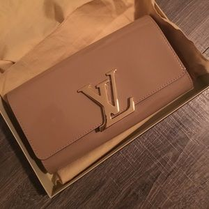 Louis Vuitton Vernis Louise Clutch Nude-Brand New