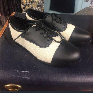 Chase & Chloe Saddle Shoes Black White Retro