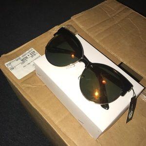 Woman's sunglasses reflective lense Marilyn Monroe