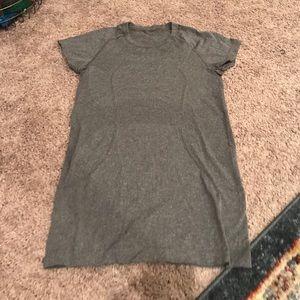 Lulu lemon gray t shirt