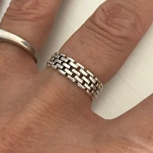 Jewelry - Sterling Silver Eternity Link Ring