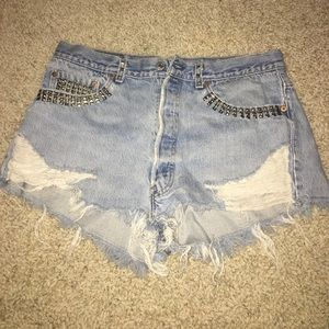 Levi distressed shorts