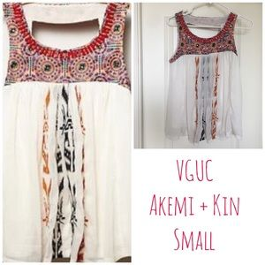 VGUC Akemi + Kin embroidered blouse