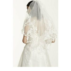 Davids Bridal Veil Two Tier Pointed Lace Edge