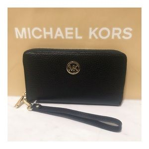 Brand NWT MK Black Pebble Leather Fulton Wristlet